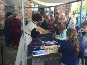 Romeinendag 2016_fibula maken en kleien